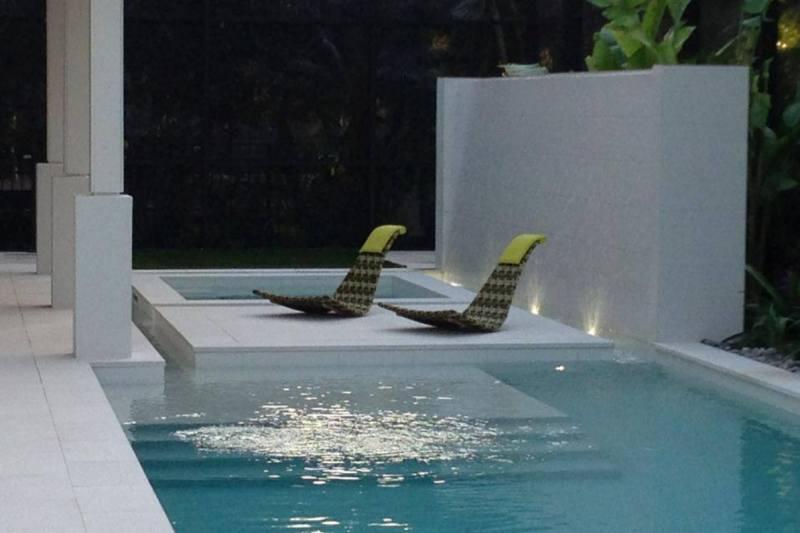 Pool Chairs 800 x 533